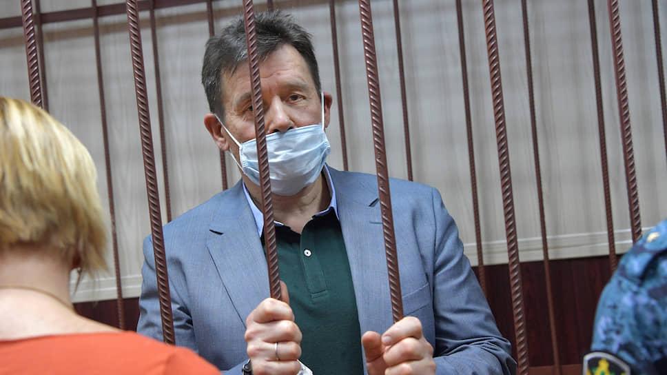 Взятый под стражу в зале суда Виталий Вавилин уже через несколько месяц должен освободиться