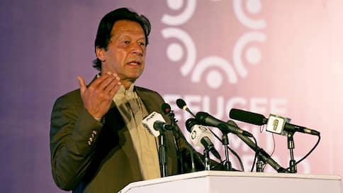 Пакистанского премьера просят на выход  / Оппозиция будет добиваться досрочного ухода Имрана Хана
