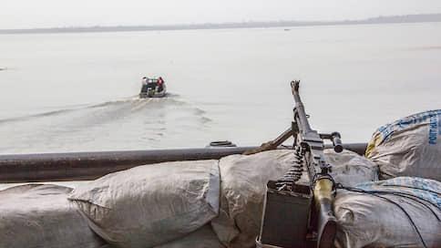 В нигерийских джунглях ждут выкуп  / Первая выплата за освобождение моряков уже перехвачена