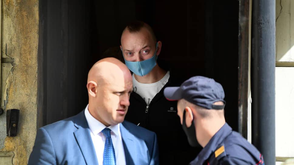 ФСБ не удовлетворила Ивана Сафронова / Следователи пообещали журналисту раскрыть суть обвинения, но обещание не выполнили