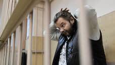 «Жемчужного прапорщика» отправили сидеть домой  / Экс-милиционер помещен под домашний арест по делу о насилии к представителю власти