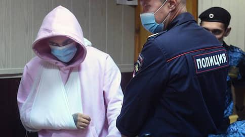 Рэпер споет в СИЗО  / Эльмина Гулиева арестовали на два месяца