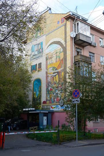 Граффити на торце дома 9 по Большому Харитоньевскому переулку в Москве, изображающее Иерусалимский рынок, было частично закрашено в 2019 году