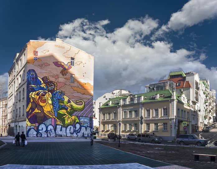 Весной 2017 года с фасада дома 15 на Трубной улице в Москве исчезло граффити «Цирк» художника Алексея Медного, на его месте появилась реклама бренда Tommy Hilfiger. Работа была создана в 2013 году в рамках фестиваля «Лучший город Земли»