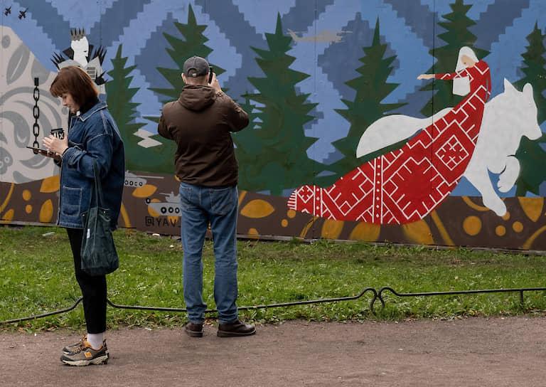 22 сентября 2020 года арт-группа «Явь» создала граффити «Сказка» в петербургском саду Сан-Галли. На следующее утро работа была закрашена