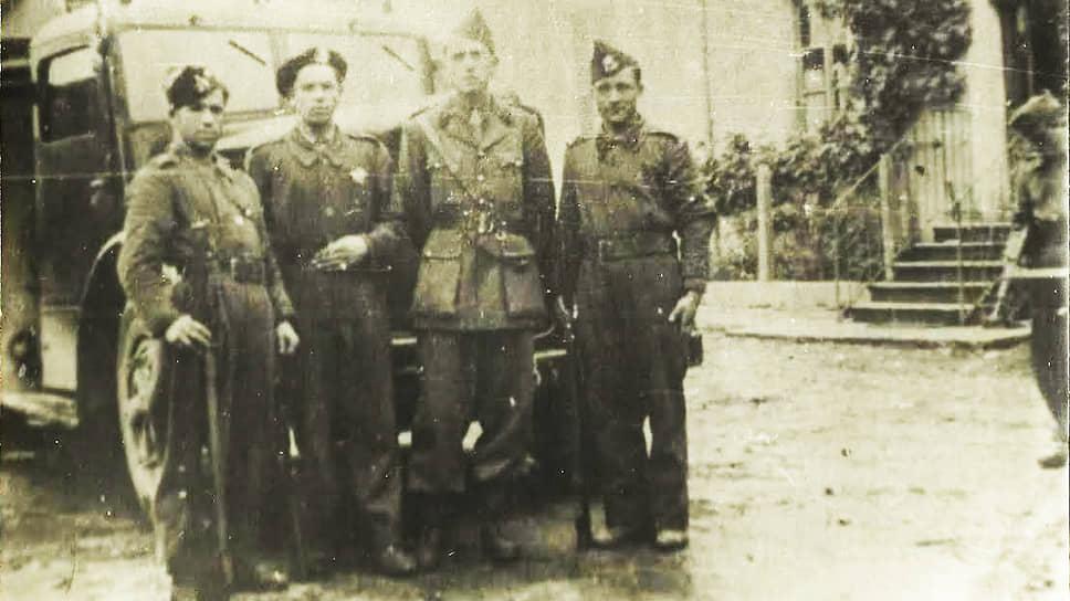 Ахмедия Джебраилов вместе с участниками французского Сопротивления