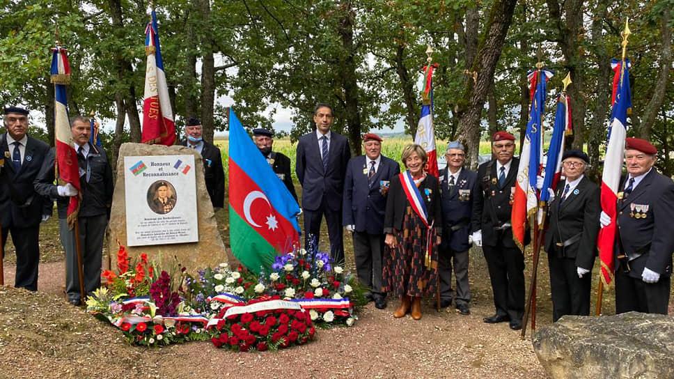 Мэры французских городов и Азербайджанские дипломаты на памятной церемонии в Вэссаке