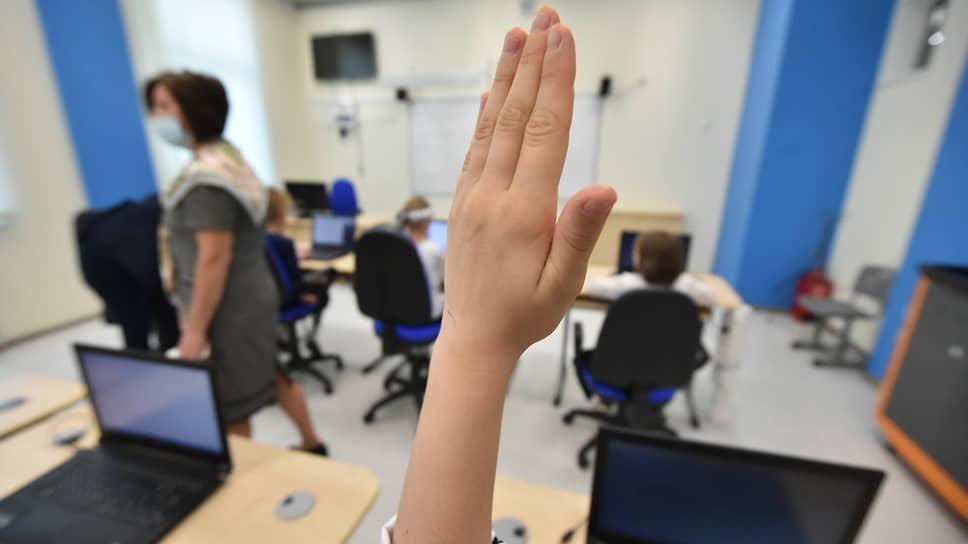 Детей машинно обучат / Технологические корпорации запускают программы по изучению ИИ для школьников