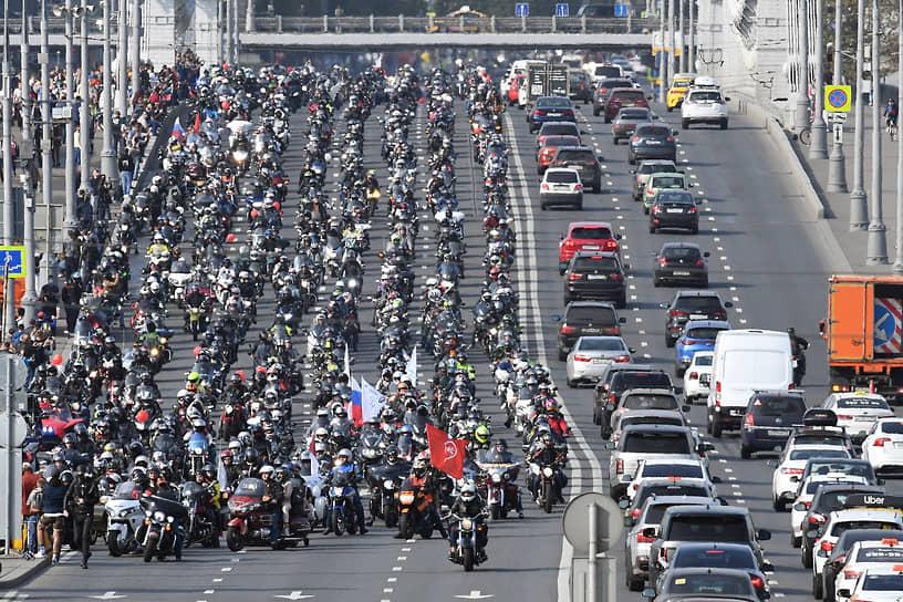 Колонна мотоциклистов в Москве