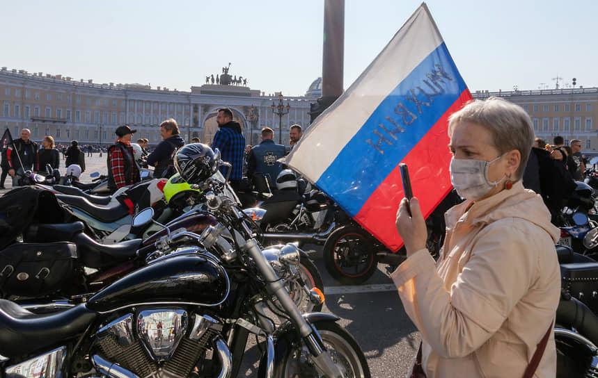 Церемония закрытия мотосезона на Дворцовой площади в Санкт-Петербурге