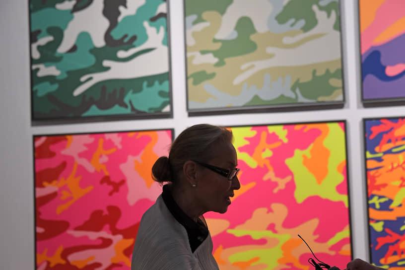 Директор Мультимедиа Арт Музея Ольга Свиблова во время церемонии открытия выставки «Я, Энди Уорхол» в помещении Союза художников России на Крымском валу