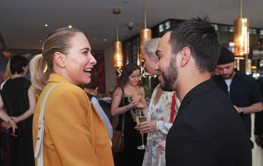 Дизайнер Мария Кравцова (Марика) (слева) на коктейле по случаю 150-летия Hennessy X.O. в ресторане Quadrum