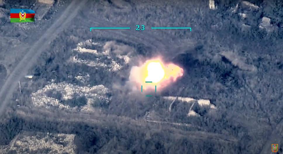 По сообщениям Минобороны Азербайджана, за два дня противостояния с армянской стороны были уничтожены 22 танка и другой тяжелой бронетехники, 15 ЗРК «Оса», 18 беспилотников, 8 артиллерийских установок, 3 склада с боеприпасами. Ереван отрицал данную информацию и сообщил об уничтожении 30 единиц бронетехники и 20 беспилотников с азербайджанской стороны