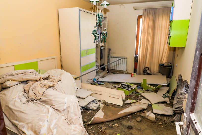 Квартира в столице непризнанной Нагорно-Карабахской республике (НКР) Степанакерте после обстрела