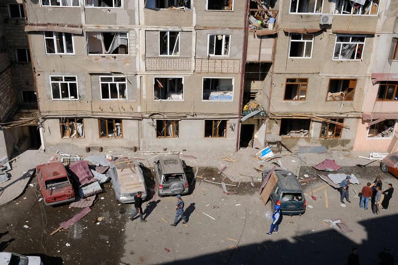 Город Степанакерт, пострадавший в результате обстрелов в Нагорном Карабахе