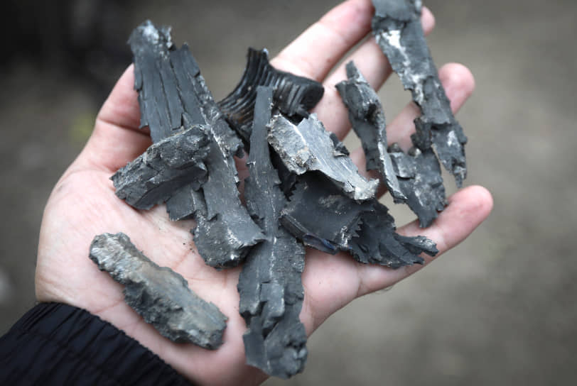 Обломки снаряда, найденные в поврежденном доме после обстрела азербайджанского Тертера