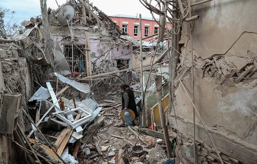 Второй по численности населения города Азербайджана Гянджа после обстрела