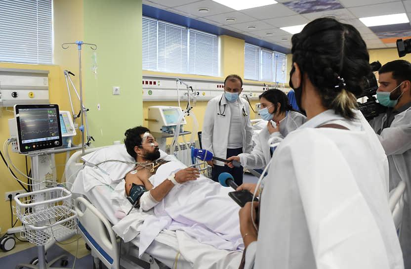 Алан Каваль, один из двух журналистов французского издания Le Monde, раненных в результате обстрела азербайджанскими военными карабахского города Мартуни, проходит лечение в госпитале в Ереване