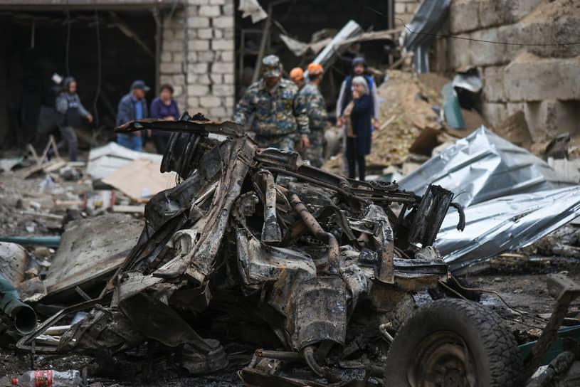 По заявлению властей НКР, 4 октября при обстрелах в городах Степанакерте (на фото) и Шуши погибли четыре мирных жителя, десять человек ранены