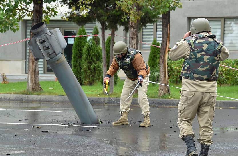 Неразорвавшийся снаряд системы залпового огня «Смерч» в азербайджанском Мингечевире