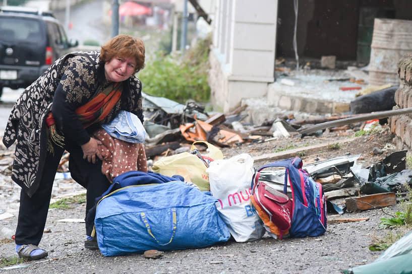 Жители Степанакерта уезжают из города из-за обстрелов
