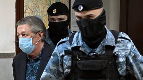 Михаил Ефремов обжаловал коротко и ясно  / Артист повинился и просит Мосгорсуд смягчить ему приговор