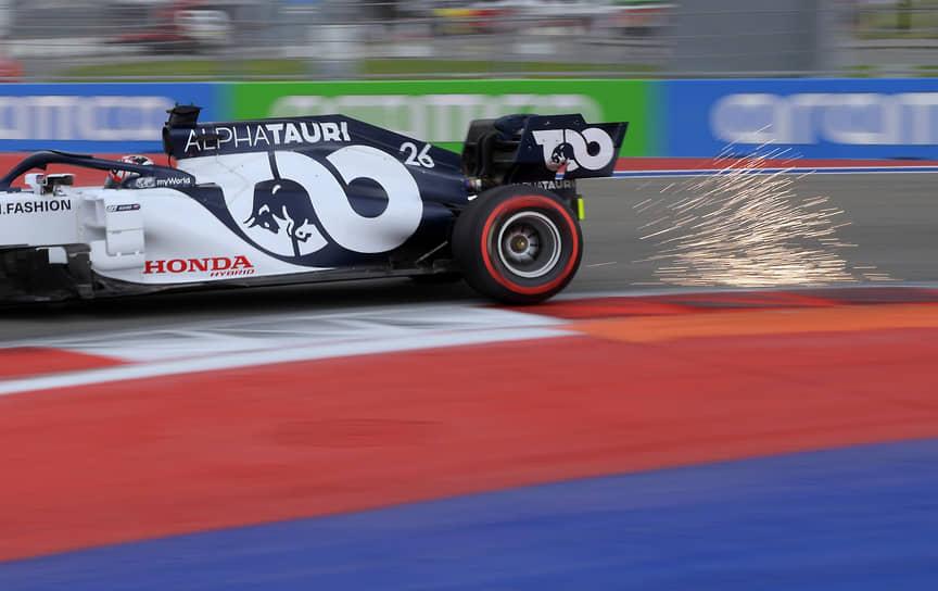 Пилот команды Scuderia Alpha Tauri Honda Даниил Квят во время квалификационных заездов