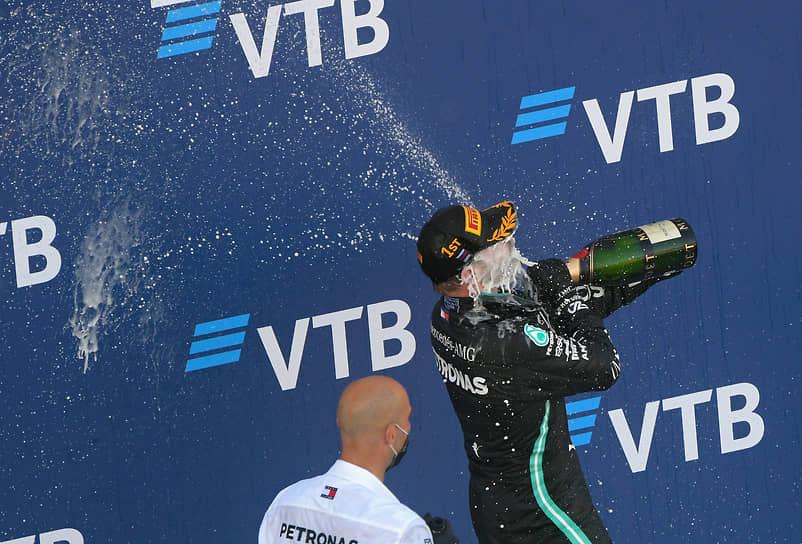 Победителем гонки стал финский пилот команды Mercedes Вальттери Боттас (на фото)