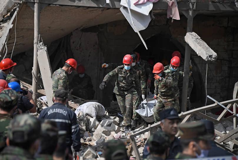 Число погибших в результате ракетного обстрела Гянджи достигло девяти человек, как сообщила Генпрокуратура Азербайджана