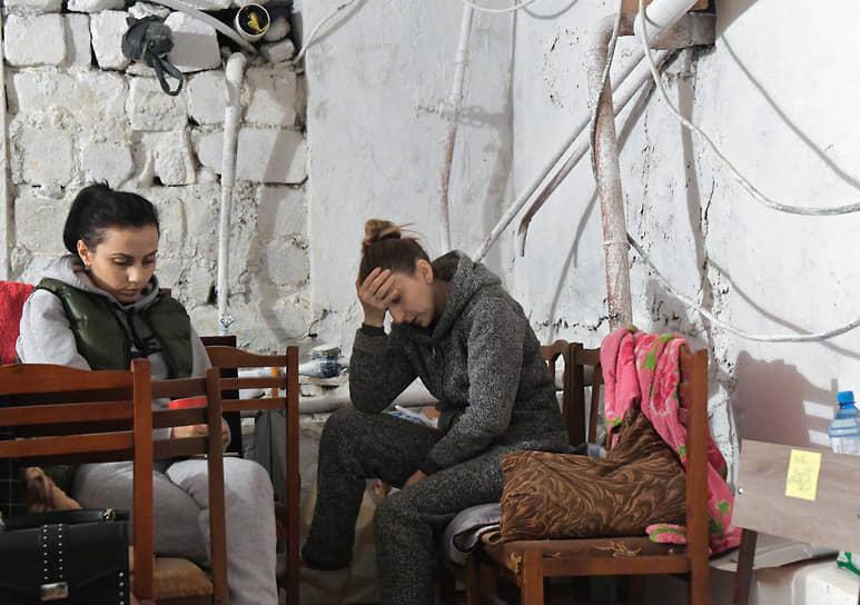 Жительницы Мартуни, укрывающиеся в подвале
