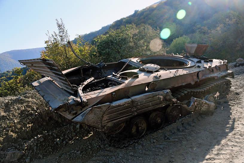 Уничтоженная военная техника в Мартакерте