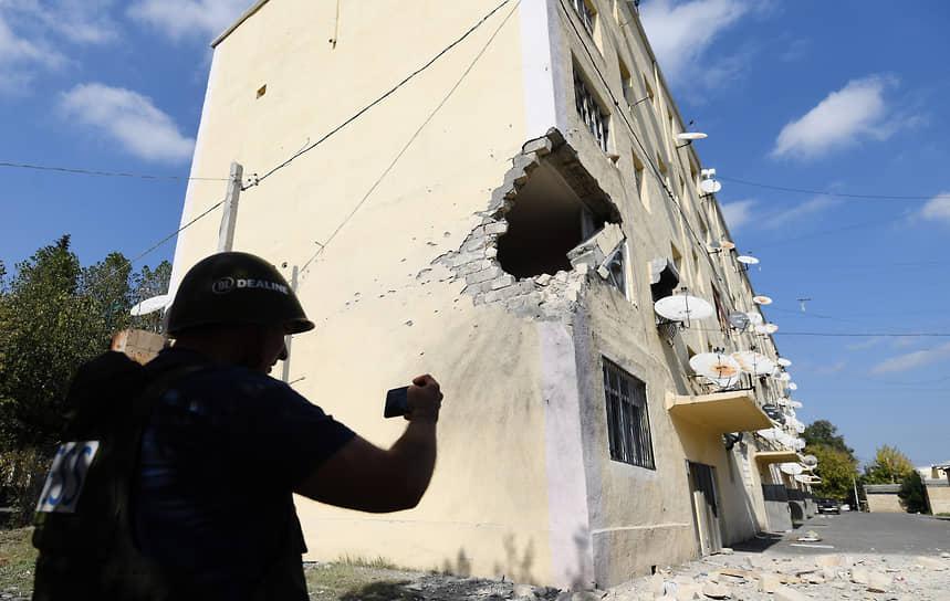 Последствия ракетного обстрела жилого дома в азербайджанском поселке Тертер