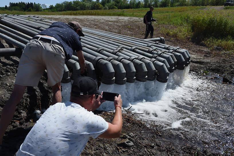 В августе были запущены 15 линий трубопровода, проложенных подразделениями материально-технического обеспечения Южного, Западного и Восточного военных округов для соединения Тайганского и Симферопольского водохранилищ