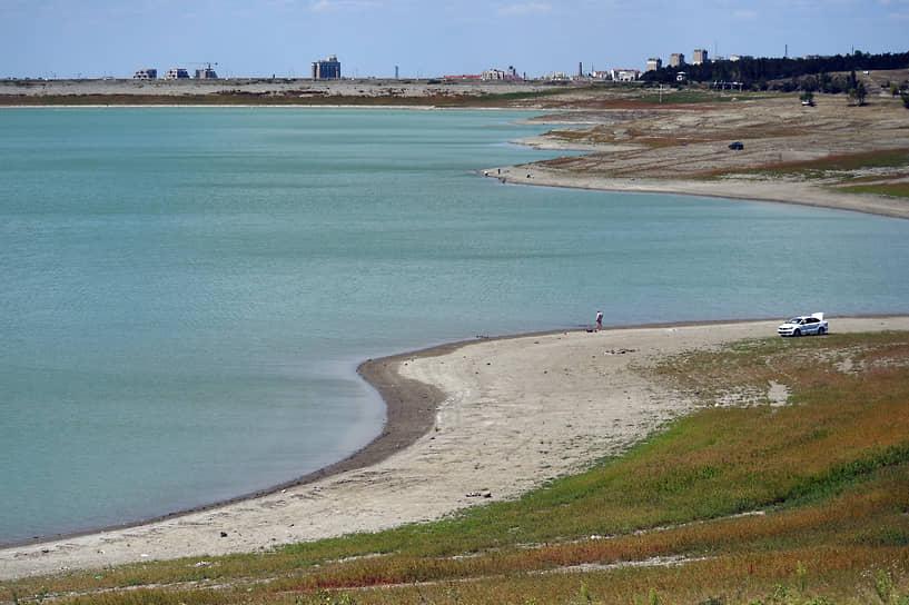 Обмелевшее Симферопольское водохранилище, обеспечивавшее город питьевой водой