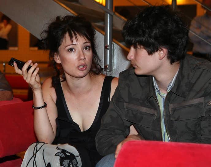 В 2007 году вместе с фигуристом Романом Костомаровым актриса стала победительницей телевизионного шоу «Ледниковый период». Была ведущей программ «Другая жизнь», «Взгляд», «Жди меня»
