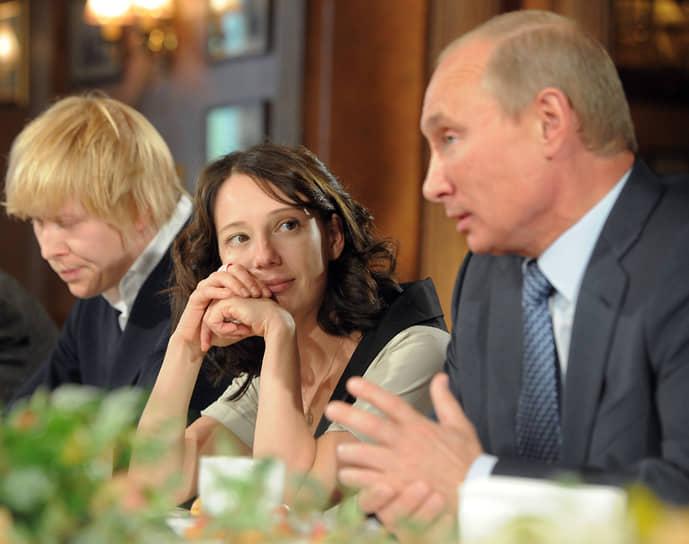 В 2012 году госпожа Хаматова приняла участие в предвыборной кампании кандидата в президенты России Владимира Путина в качестве героя одного из агитационных роликов «Почему я голосую за Путина?»
