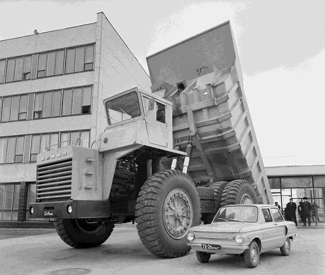 В 1969 году, с выходом на экраны страны мультфильма «Крокодил Гена», «Запорожец»ЗАЗ-966получил еще одно прозвище—«чебурашка»