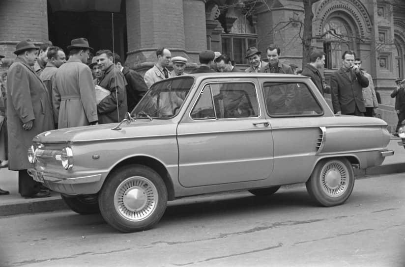 Новую модель ЗАЗ-966 начали выпускать в 1966 году. Экстерьер автомобиля почти повторил внешность западно-германского NSU Prinz 4 образца 1961 года