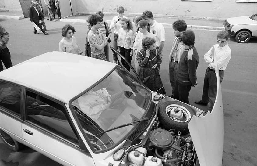 Новая модель ЗАЗ-1102 «Таврия», производившаяся с 1987 года, представляла собой уже совершенно новый автомобиль, не имевший со старым «Запорожцем» почти ничего общего