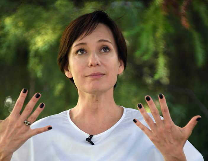 В октябре 2020 года на экраны выходит фильм «Доктор Лиза» режиссера Оксаны Карас. Чулпан Хаматова сыграла в картине главную роль