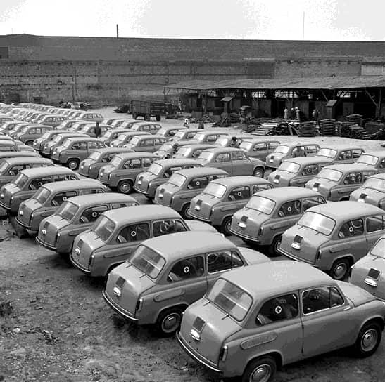 Изначально работы по проектированию автомобиля осуществлялись Московским заводом малолитражных автомобилей (первый образец получил название «Москвич-444»), однако из-за загрузки конвейера для выпуска автомобиля было решено реконструировать завод «Коммунар» в городе Запорожье (УССР), ранее занимавшийся выпуском сельхозтехники. В 1961 году он был переименован в Запорожский автомобильный завод