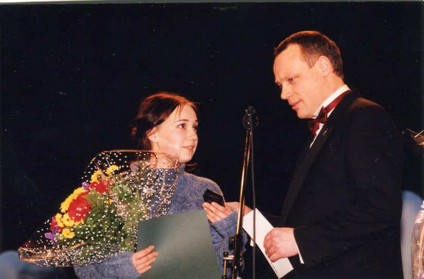 Актриса выступала на сценах нескольких московских театров. Среди них — РАМТ, Театр Луны, Театр Антона Чехова. В 1998 году пришла в труппу «Современника». В 2008 году в спектакле Театра наций «Рассказы Шукшина» сыграла в девяти из десяти рассказов <br> На фото: с актером и продюсером Сергеем Жигуновым