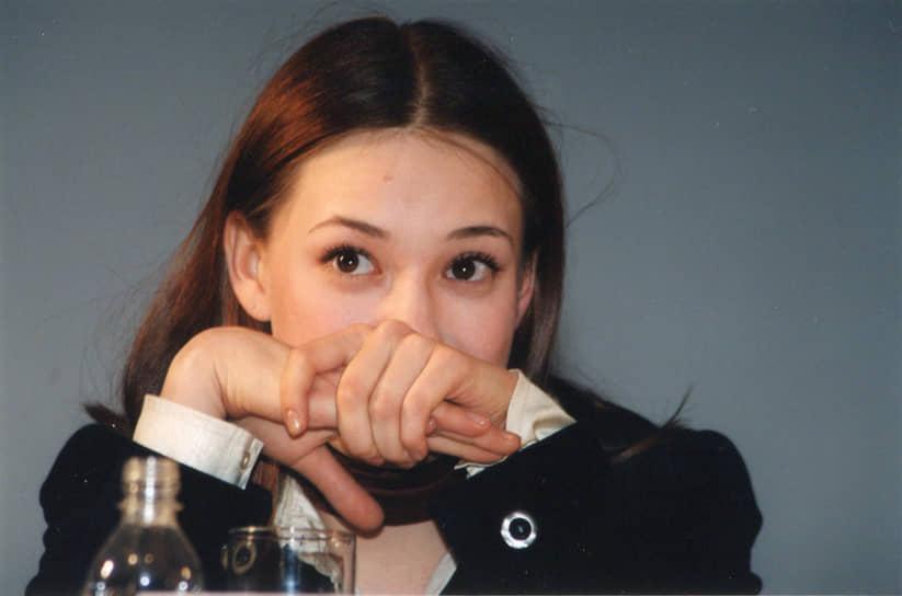Чулпан Хаматова родилась 1 октября 1975 года в Казани. Ее имя в переводе с татарского означает «звезда рассвета». В детстве занималась фигурным катанием, училась в математической школе при Казанском университете, без экзаменов поступила в Казанский государственный финансово-экономический институт, но не проучилась там ни дня — летом забрала документы и поступила в Казанское театральное училище. По совету преподавателей продолжила обучение в ГИТИСе