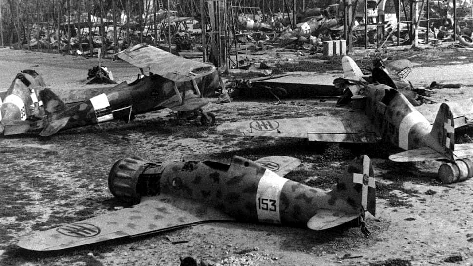 Так выглядел военный аэропорт Касл-Бенито в Триполи после того, как британская армия в ходе наступления заняла крупнейший город Ливии 23 января 1943 года