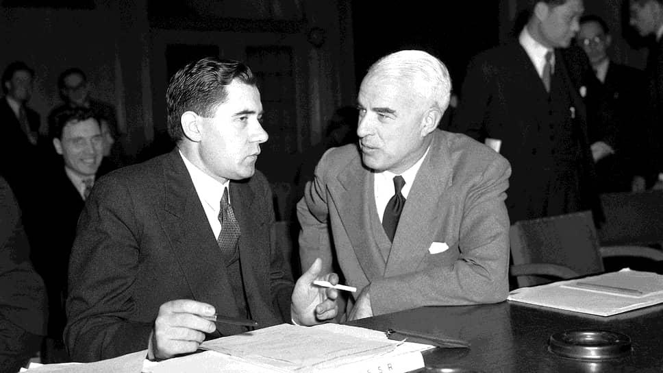Госсекретарь США Эдвард Стеттиниус (справа) был первым западным дипломатом, узнавшим о желании СССР получить под опеку какие-нибудь территории. Это пожелание передал ему посол СССР в США Андрей Громыко (слева)