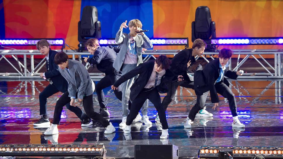 Корейский бойз-бэнд BTS стали обладателями около 68 тыс. акций Big Hit своего звукозаписывающего лейбла Big Hit Entertainment, благодаря проведенному IPO