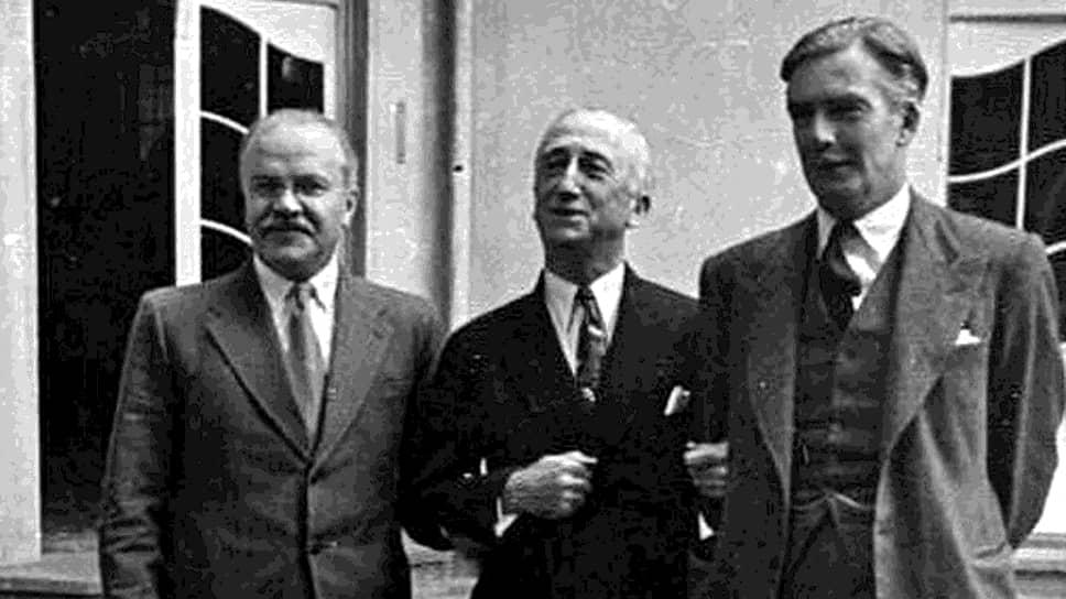 Главы внешнеполитических ведомств стран-союзников (слева направо): Вячеслав Молотов (СССР), Джеймс Бирнс (США), Энтони Иден (Великобритания)