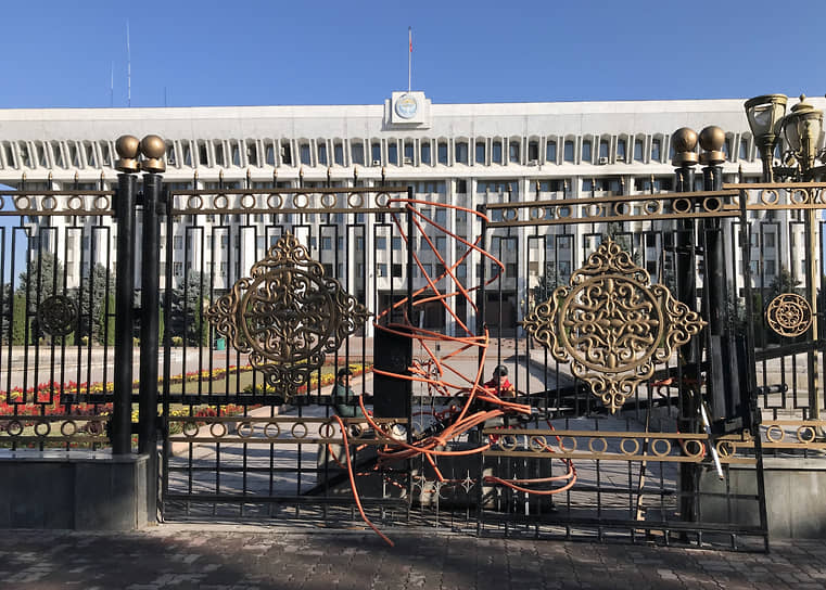 В Киргизии был создан также и второй координационный совет. В него вошли проигравшие на парламентских выборах партии «Ордо», «Мекен Ынтымагы», «Реформа», «Ыйман нуру»