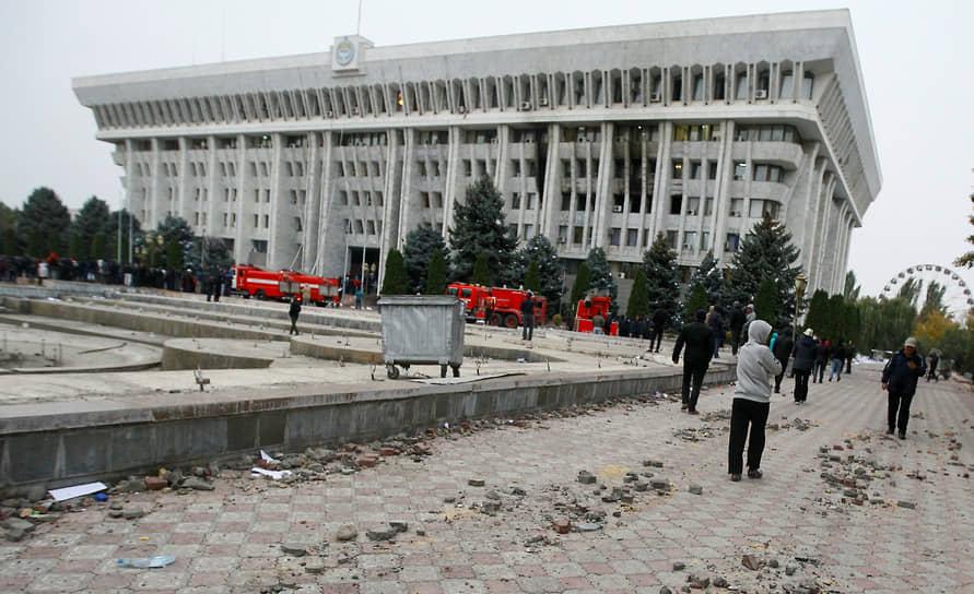 Новым премьер-министром был назначен Садыр Жапаров, освобожденный протестующими из заключения