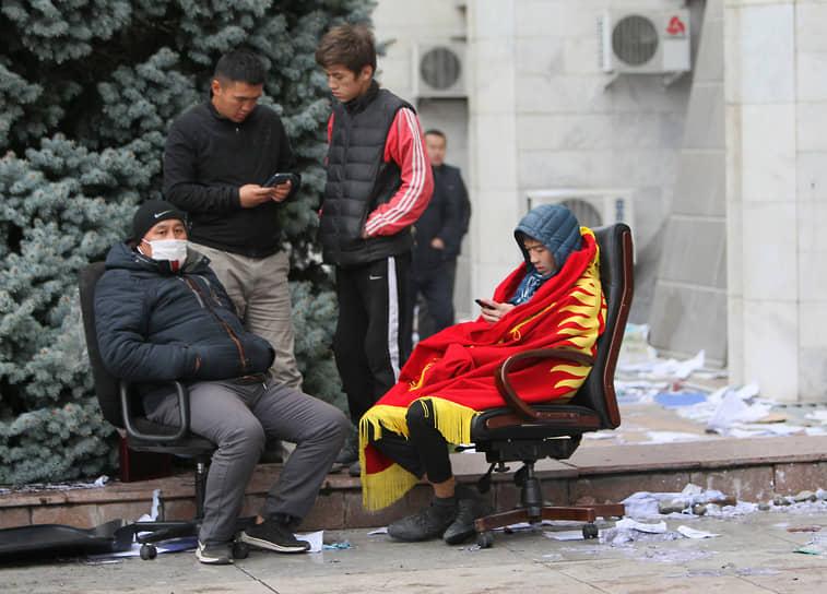 Посольство России в Киргизии призвало участников происходящих в республике процессов к урегулированию ситуации в правовом поле